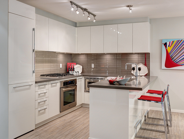 Kitchen Countertops for Your Boston Home: Laminate vs. Quartz
