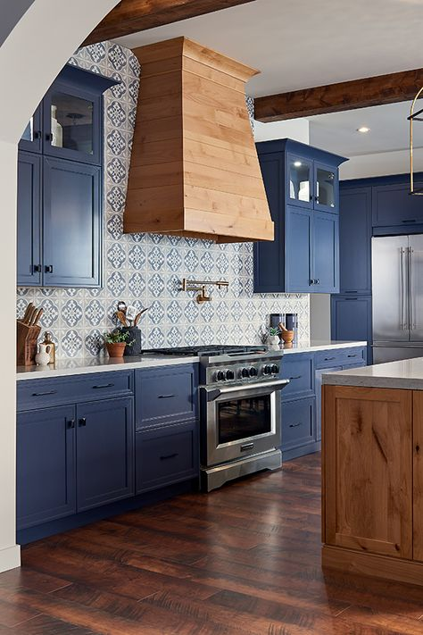 4 Reasons To Jump On The Navy Cabinet Kitchen Trend Nebs
